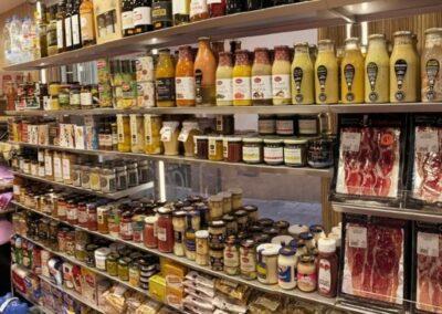 Assortit de productes gourmet i del dia a dia